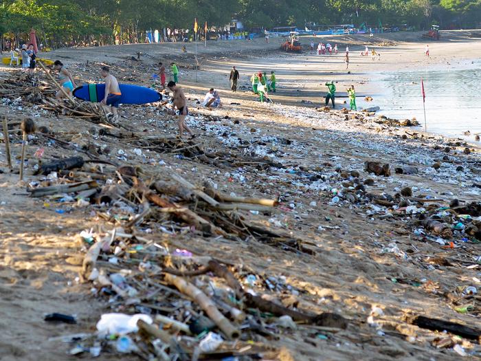 TOP 10 bãi biển tệ nhất Thế giới